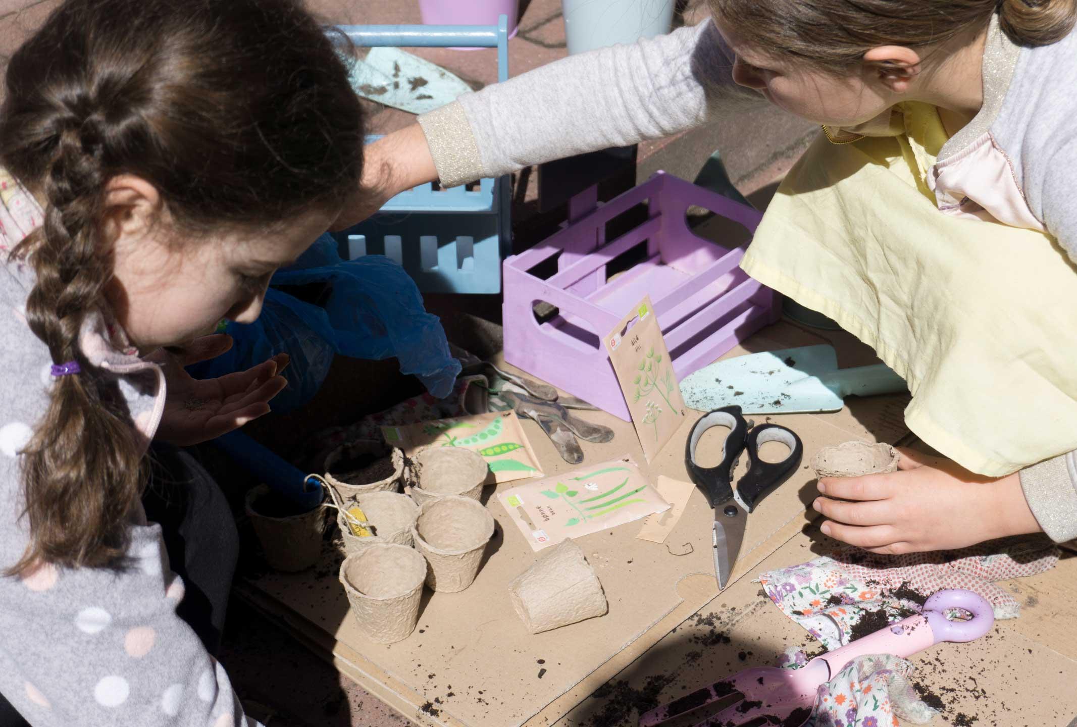 praca w ogrodzie z dziećmi, zestawy ogrodowe